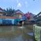 Unik, di Klaten Tengah Pasangan Pengantin Wajib Tebar Benih Ikan di Sungai